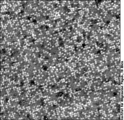 Chemical contrast on a (100) surface of a PtRh alloy